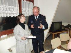 Sympathisch: MdB Sabine Stüber (LINKE) 2011 beim deutsch-polnischen Einwohnertreffen in Tantow im Gespräch mit H-J. Ziele (©Archiv)