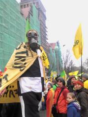 Ein Aktivist mit ABC-MASKE (Foto: ASC)