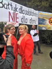 Nackte Tatsachen: Aktivistin mit Oberkörper frei! (©ASC)
