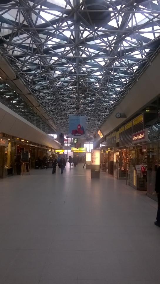 Gähnende Leere in der Haupthalle des Flughafens Tegel (Bild A.M.)