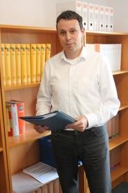 Flüchtlinge haben im Fachanwalt für Sozialrecht Bernd Woite eine Vertrauensperson für ihre Sorgen und Nöte gefunden. Foto: asc