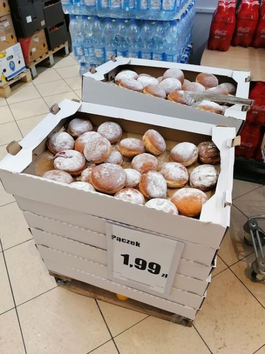 In den Supermärkten gibt es reichlich Berliner. Foto: A. Schwarze